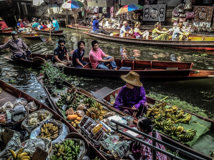 Understanding_the_'floating_market'_(15801439261).jpg