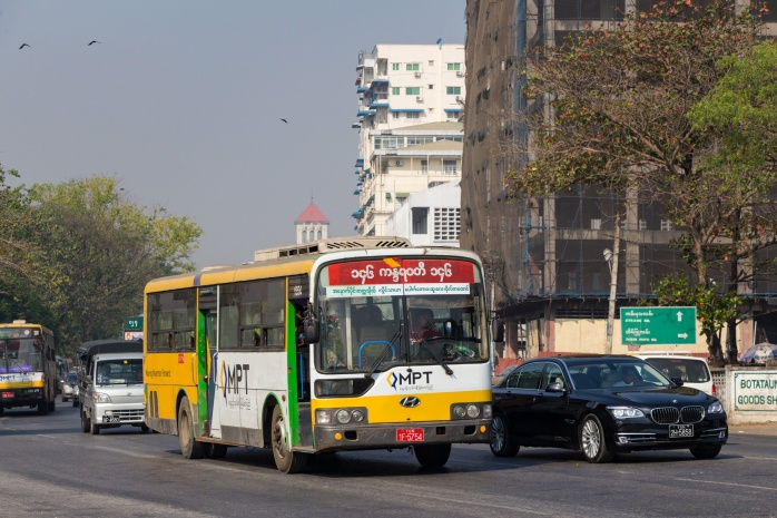 Yangon_bus_06.jpg
